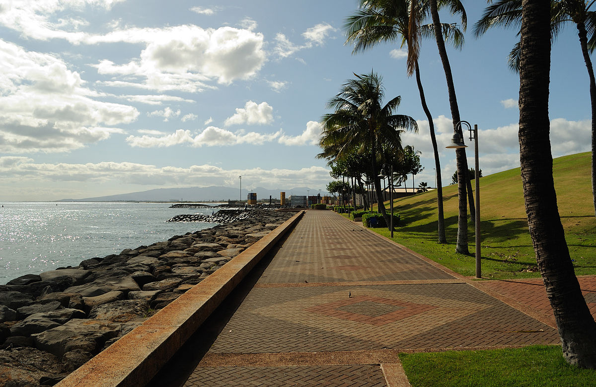 https://upload.wikimedia.org/wikipedia/commons/thumb/9/9b/Kakaako_Waterfront_Park_NW_20100517.jpg/1200px-Kakaako_Waterfront_Park_NW_20100517.jpg