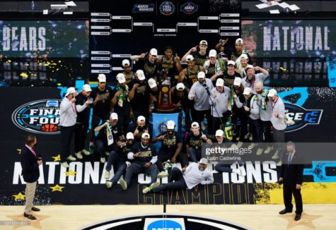 INDIANAPOLIS, INDIANA - APRIL 05: The Baylor Bears pose with the National Championship trophy after winning the National Championship game of the 2021 NCAA Men